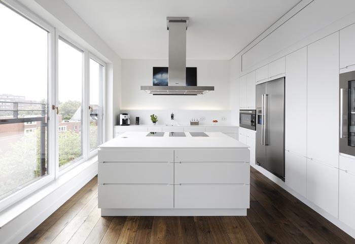 Durchdachter Minimalismus: Eine Küche mit verborgenen Talenten