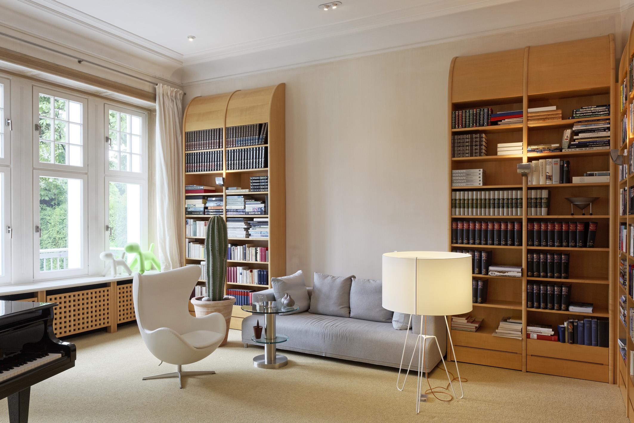 Klavierzimmer mit Sofa