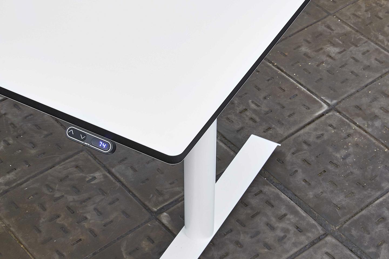Foto: CRESCITA elektrisch höhenverstellbarer Schreibtisch