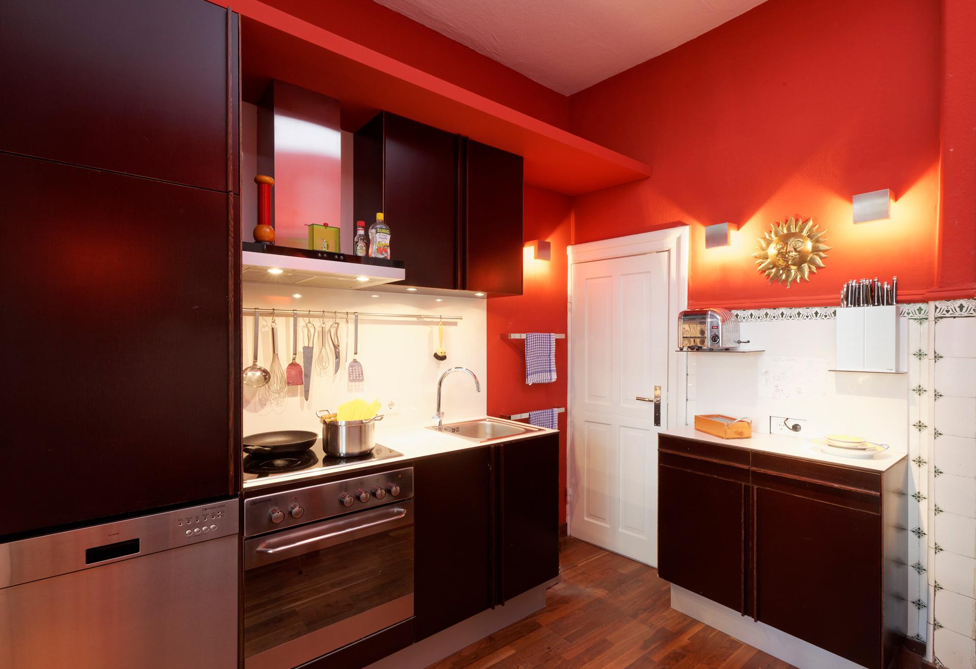 Foto: Die Küche, eine einfache Multiplexküche im Farbton Oskura